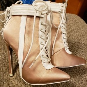 Shoedazzle sz 6 Boots Lace Up High Heel